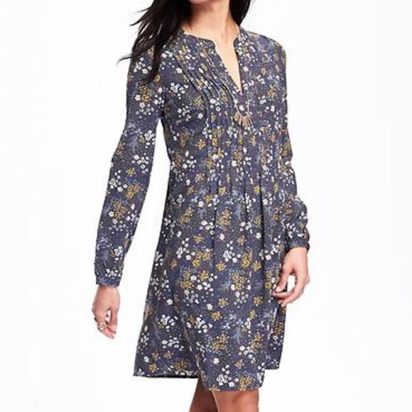 17acfba8d1 Old Navy Floral Pintuck Swing Dress. M 5a3858479a94550a68000bfd